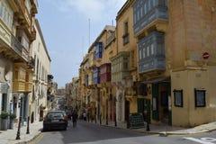 Voorgevels en balkons in historisch centrum van Valletta, Malta Stock Afbeeldingen