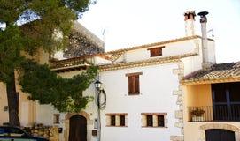 Voorgevels op een straat in Castellet i La Gornal Royalty-vrije Stock Afbeeldingen