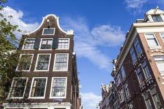 Voorgevels van de oude de 17de eeuwhuizen langs het Prinsengracht-kanaal in Amsterdam - Holland Stock Foto's