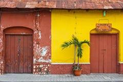 Voorgevels van Flores, Guatemala stock afbeeldingen