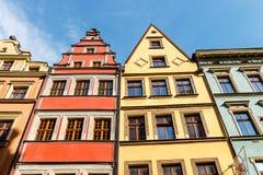 Voorgevels van historische gebouwen op het belangrijkste vierkant in Wroclaw stock afbeelding
