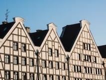 Voorgevels van huizen in Gdansk Drie huizen tegen hemel royalty-vrije stock foto's