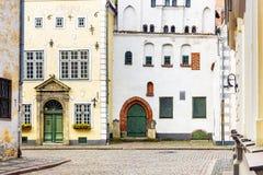 Voorgevels van oude huizen in Riga, Letland royalty-vrije stock afbeelding
