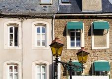 voorgevels van stedelijke huizen in Boulogne-sur-Merstad Royalty-vrije Stock Afbeelding
