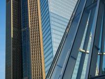 Voorgevels van wolkenkrabbers in de tentoonstellingsplaats in Frankfurt, Duitsland Stock Afbeelding