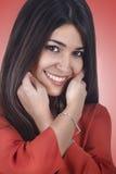 Voorgrond die jonge vrouw glimlacht Royalty-vrije Stock Foto
