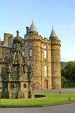 Voorhoffontein in Holyrood-Paleis in Edinburgh, Schotland royalty-vrije stock foto