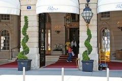 Vooringang aan het Ritz-hotel Royalty-vrije Stock Afbeeldingen