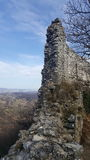 Voormuurruïnes van oud kasteel Okic Kroatië stock foto