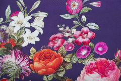 Voornaamste viscosestof met bloemen kleurrijk abstract patroon Stock Foto's