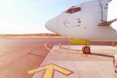 Voorprofiel en cockpitvensters van wide-body vliegtuig Royalty-vrije Stock Afbeelding