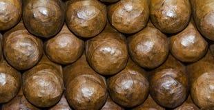 Voorraad van met de hand gemaakte sigaren Traditionele vervaardiging van sigaren Dominicaanse Republiek royalty-vrije stock foto