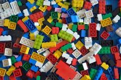 Voorraadbeeld van Stuk speelgoed kleurrijke plastic blokken Stock Foto's