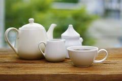 Voorraadfoto - de koppen van koffie en melk woodden lijst Stock Fotografie