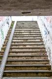 Voorstad Achtergrondgraffiti op muren buiten divers stock afbeelding