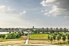 Voorstad en stadshorizon stock fotografie