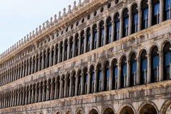 Voortbouwend op piazza San Marco in Venetië, Italië stock foto
