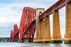 Vooruit Spoorbrug over Firth van vooruit estuarium in Schotland stock foto