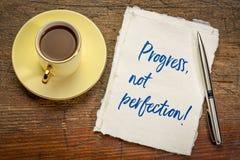Vooruitgang, niet perfectie inspirational handschrift royalty-vrije illustratie