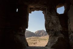 Vooruitzicht van de Koninklijke Graven in de oude stad van Petra stock foto's