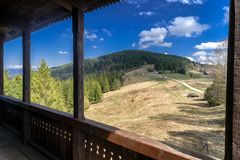 Vooruitzicht Veza in dorp Velke Borove, Slowakije stock afbeelding