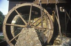 Voorvenster van de historische Michie-herberg en de molen, Monticello, Virginia stock afbeeldingen