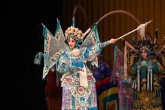 """Voorwaartse moedig Peking Opera"""" de Vrouwengeneraals van maart van Yang Familyâ €  Stock Afbeelding"""