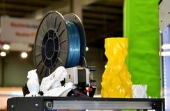 Voorwerpen door 3d printer worden gedrukt die Stock Afbeelding