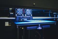 Voorwerpen door 3d printer worden gedrukt die Stock Afbeeldingen