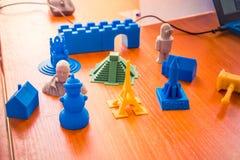 Voorwerpen door een 3d printer worden gedrukt die Royalty-vrije Stock Afbeelding