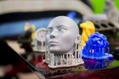 Voorwerpen photopolymer op een 3d printer worden gedrukt die Stock Foto's
