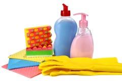 Voorwerpen voor was en schoonmaken op keuken stock foto's