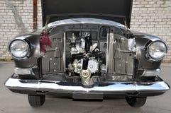 Voorwiev van de geopende retro auto Stock Afbeeldingen