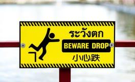 Voorzichtig zijn dalingsteken stock fotografie