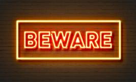 Voorzichtig zijn neonteken op bakstenen muurachtergrond Stock Fotografie