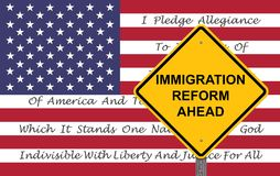 Voorzichtigheidsteken - de Vlagachtergrond van de Immigratiehervorming stock fotografie