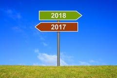 Voorzie jaar 2017 en 2018 van wegwijzers Stock Afbeelding