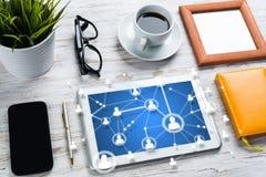 Voorzien van een netwerk en sociale communicatie concepten stock foto