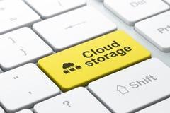 Voorzien van een netwerkconcept: Wolkennetwerk en Wolkenopslag op computer Stock Foto