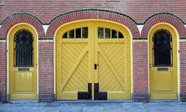 Voorzijde met drie deuren Stock Fotografie