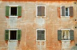 Voorzijde met venster-blinden. Royalty-vrije Stock Fotografie