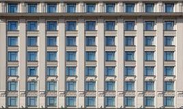 Voorzijde van de dure hotelbouw stock foto's