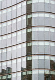 Voorzijde van de moderne bouw van het glasbureau Royalty-vrije Stock Foto's