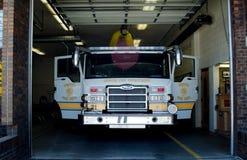 Voorzijde van een brandvrachtwagen Stock Foto's