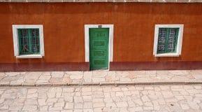 Voorzijde van een kleurrijk Andeshuis, Bolivië Stock Afbeelding