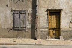 Voorzijde van een oud huis stock fotografie