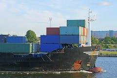 Voorzijde van het containerschip stock afbeeldingen
