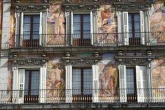 Voorzijde van het gebouw in Plein Burgemeester Madrid Royalty-vrije Stock Afbeeldingen
