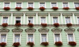 Voorzijde van het groene gebouw royalty-vrije stock afbeelding