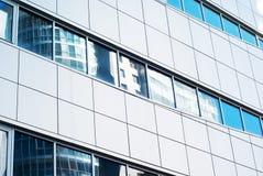 Voorzijde van het moderne gebouw Stock Afbeelding